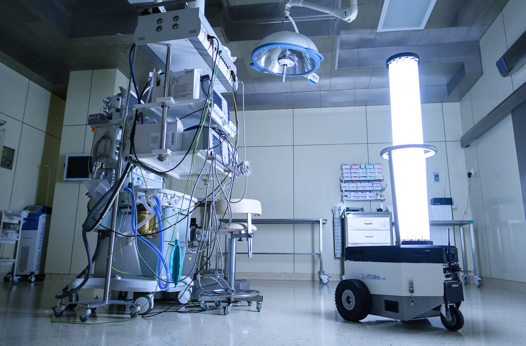 Robot dezynfekujący – nowa broń szpitala w walce z pandemią